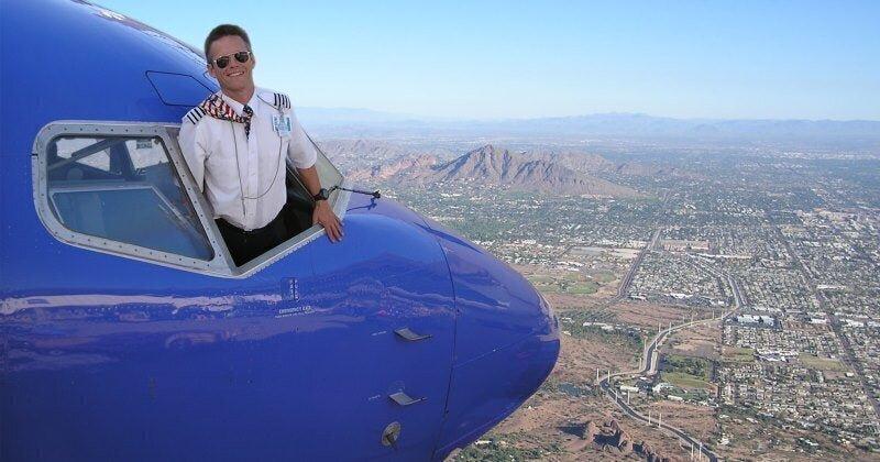 Вам тоже кажется, что этот пилот хочет нас обмануть?