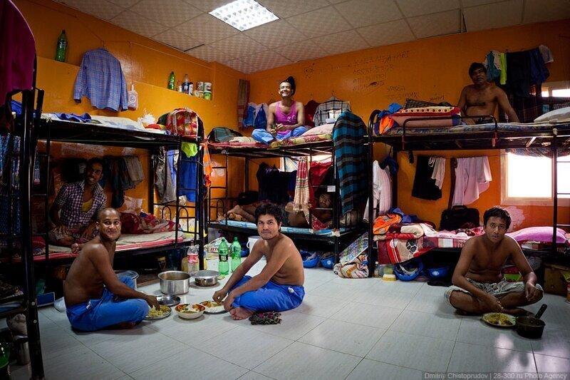 3. В таких условиях живут многие люди, приезжающие в ОАЭ на заработки