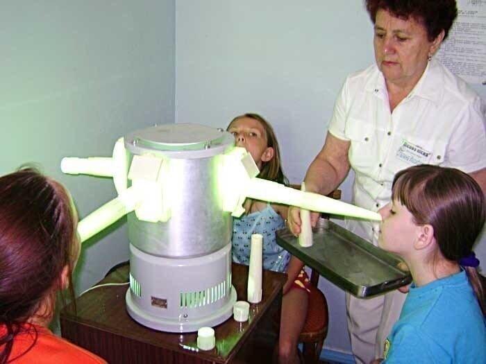 Рот, нос, уши - все прогревали с помощью ультрафиолетового излучения