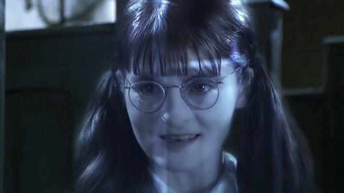 5. Ширли Хендерсон. Сыграла Плаксу Миртл в фильмах о Гарри Поттере, и было ей в этот момент уже 37 лет