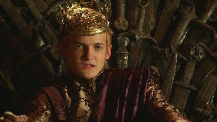 """11. Джек Глисон. В 25 лет изобразил 17-летнего короля Джоффри в """"Игре престолов"""". Ну это еще ничего, по книге ему вообще должно было быть тринадцать!"""