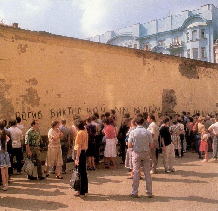Первая надпись на стене Виктора Цоя