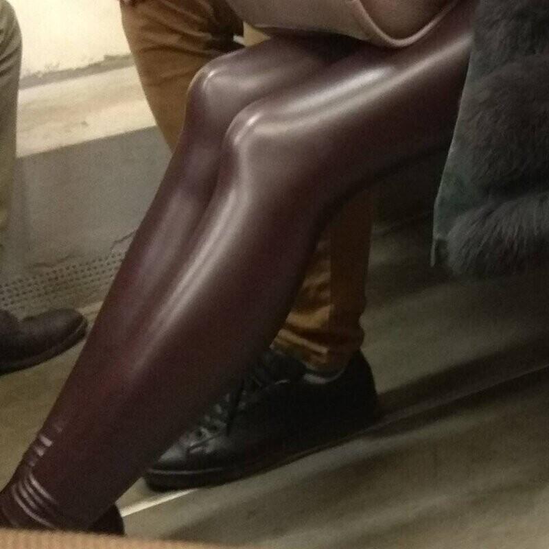 С кожаными лосинами, особенно с выбором цвета, надо быть аккуратнее
