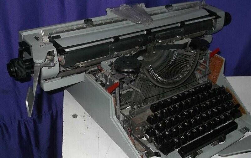 """Печатная машинка """"Листвица"""""""