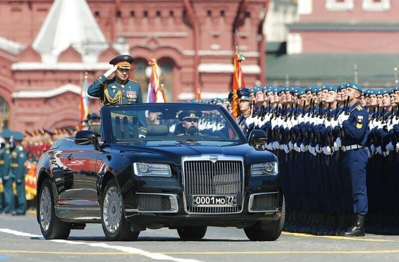 Угадайте, что разозлило борцов с расизмом на параде Победы в Москве