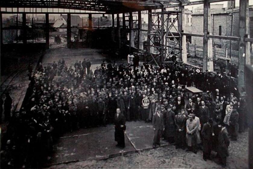 Оскар проводил на заводе сутки