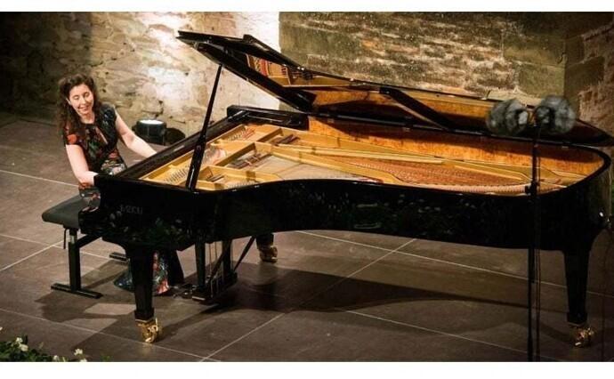 Это пианино стоило $194000 - пока грузчики при перевозке случайно не уронили его с лестницы. Инструмент восстановлению не подлежал