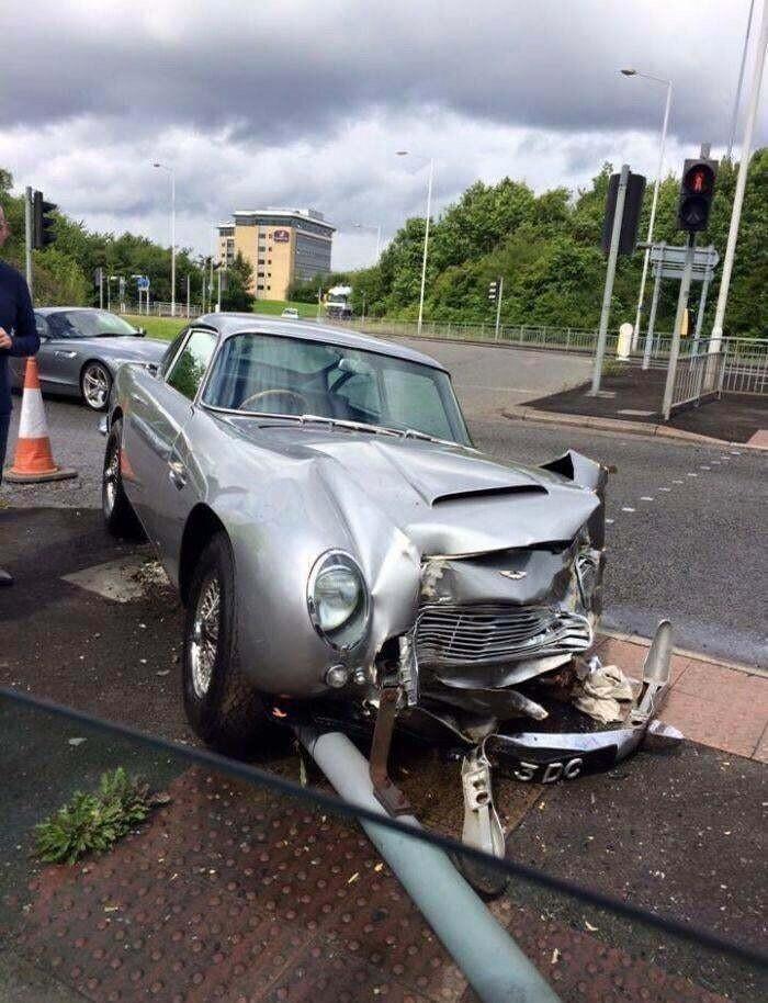 Неумелый водитель и Aston Martin за $1,5 миллиона