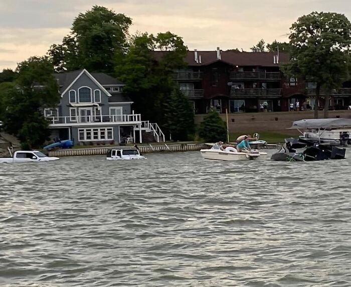Этот парень утопил свой джип, пытаясь спасти свой тонущий катер за $300 000