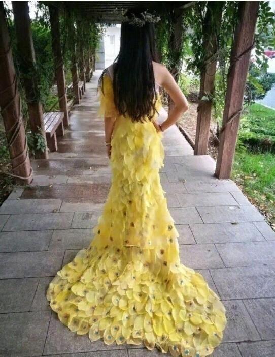 Платье, созданное с 6000 листьев