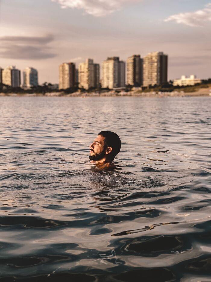 Если вы устали плыть, а осталось еще много - плывите на спине, отталкиваясь руками в стороны. Это поможет сэкономить силы