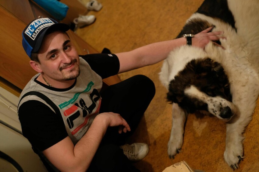 Кем стал русский паренек, выросший в собачьей стае