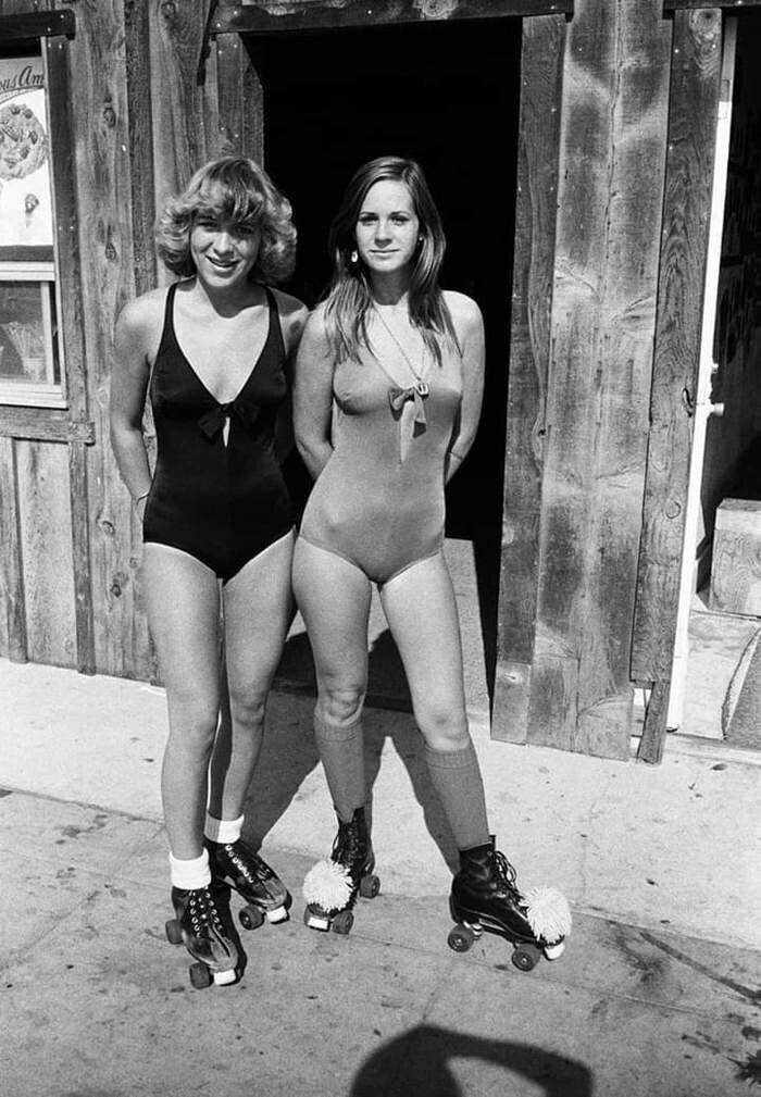 Салли и Келли на роликах. Калифорния, 1978