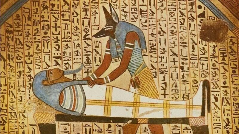 Древние египтяне крайне редко практиковали человеческие жертвоприношения, но за неуважение или преступления против Бога Солнца, виновных приговаривали к сожжению заживо