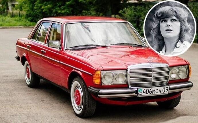 В 1986 г. Алла Пугачева приобрела свой первый Mersedes 230, выпуска 1979г - по тем временам необычно роскошная машина.