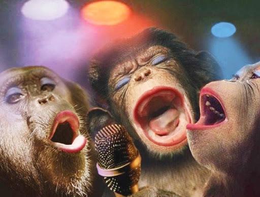 На сцене - одни поющие обезьяны
