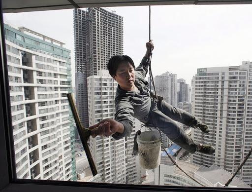 Мойщики окон в Китае