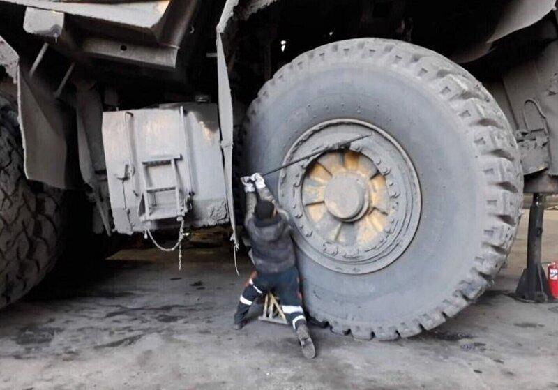 Ремонт БелАЗа - та еще работенка