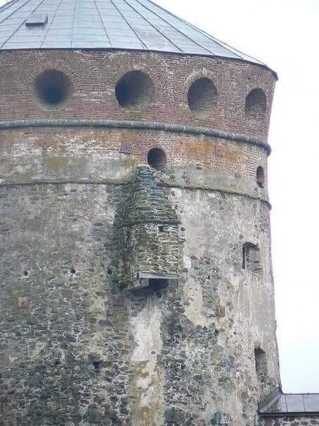 Как были устроены туалеты в старинных замках