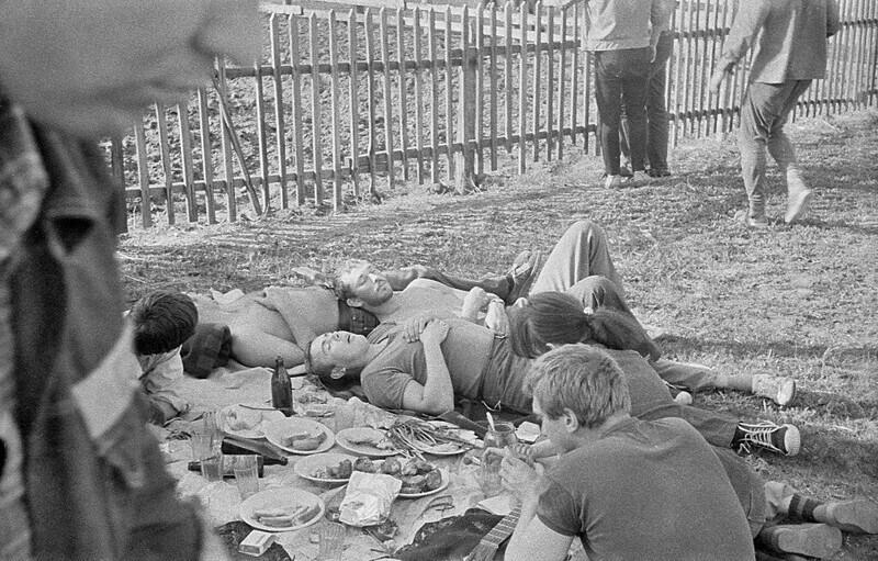 Молодежь отдыхает, фотограф - П. Сухарев, СССР, 1983 год