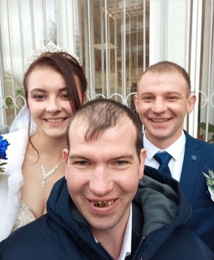 Ребята, улыбайтесь - ведь этот день прекрасен, а вы красивые и счастливые! С днем свадьбы всех!