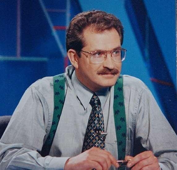 """В том же году, 25 лет назад, был убит первый ведущий """"Поле чудес"""" и журналист Владислав Листьев. Ему было 38 лет"""