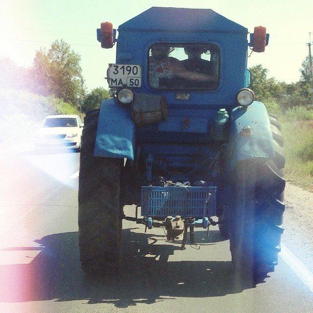 Трактор - это настоящий магнит, который притягивает всех женщин... навсегда