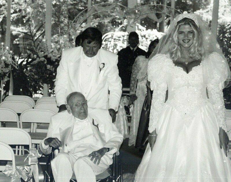 Любовь? Cвадьба нефтяного магната Дж. Говарда Маршалла II и cyпермодели Анны Николь Cмит в 1994 году