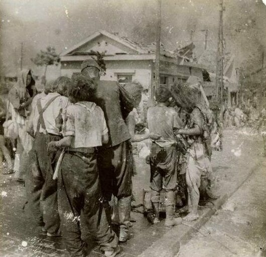 Выжившие в Хиросиме спустя 10 минут после того, как на город сбросили атомную бомбу