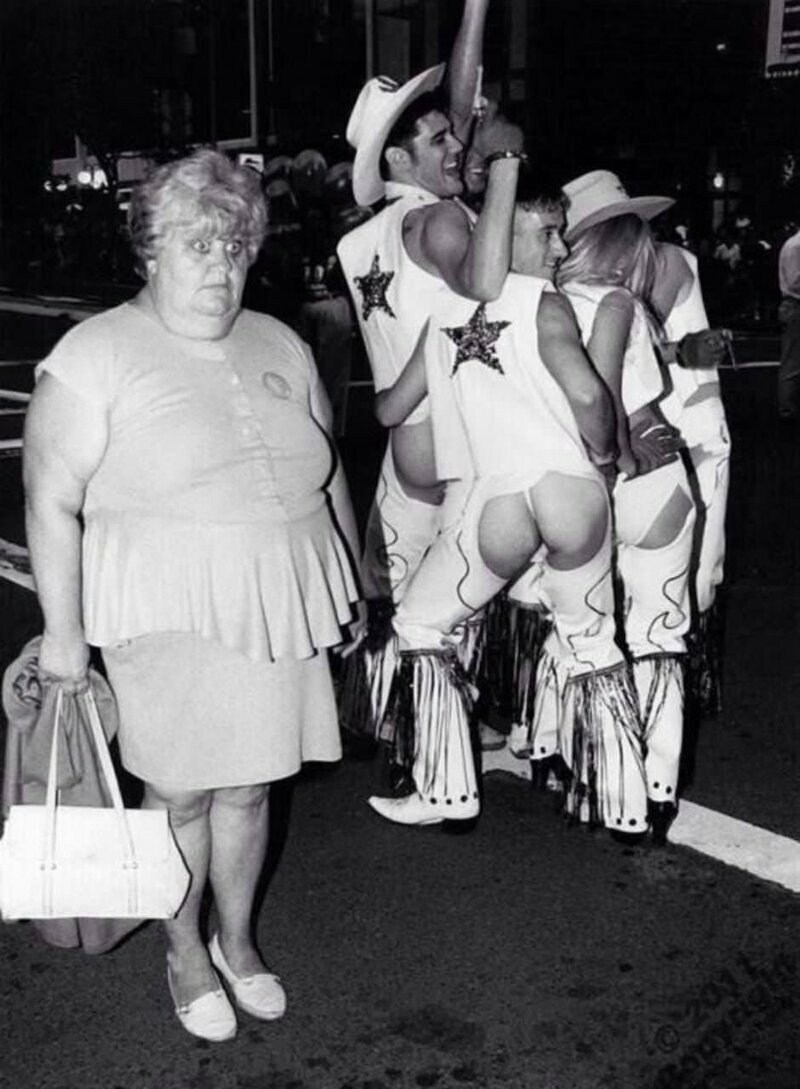 """Реакция женщины на фестиваль """"Марди Гра"""" в Новом Орлеане, 1980-е"""