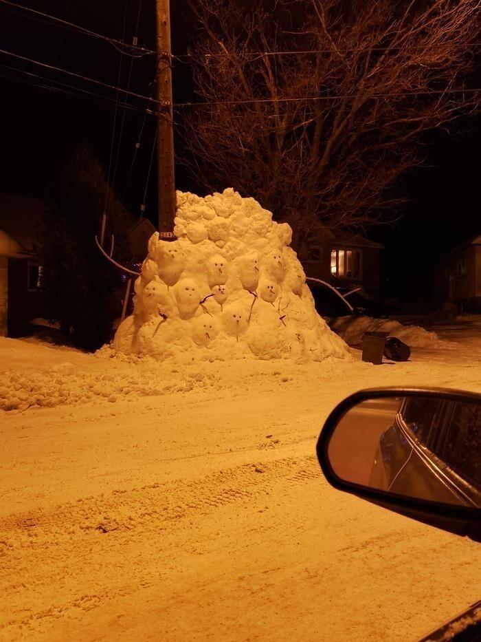 Это нужно же было изготовить такой снежный кошмар...