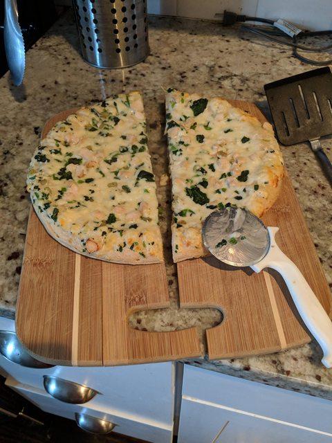 Эту пиццу, видимо, разрезал Халк
