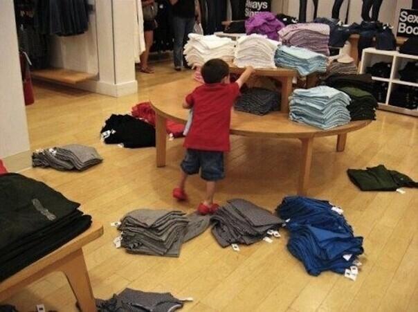 Детки, которых уже замучил шопинг