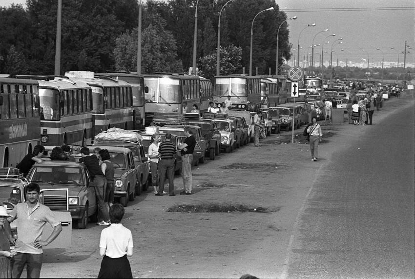 Очередь челноков на границе с Польшей, 1990-е