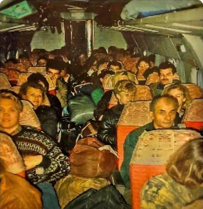 И еще о челноках. Челноки в салоне Ту–134, СНГ, 1992 год.