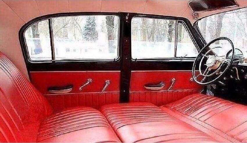 Салон автомобиля ГАЗ-21.