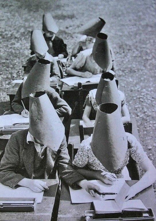 Школьные головные уборы против подсматривания.