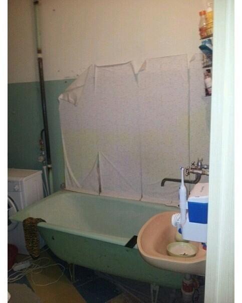 Заказчики хотели, чтобы ванная гармонично смотрелась, вписывалась в интерьер. Дизайнер со стороны отрисовала им проект, а я и моя команда уже принялись за работу