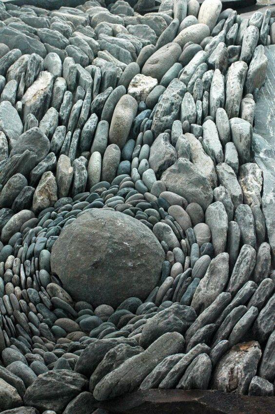 К более глобальным вещам - типа целой стены из камня