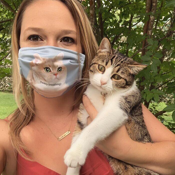 """""""Кажется, моей кошке не понравилась моя новая маска.."""""""