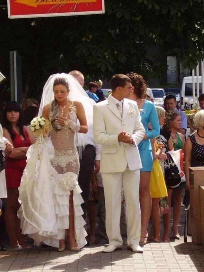 А можно подобрать свадебный наряд, не скрывающий ничего