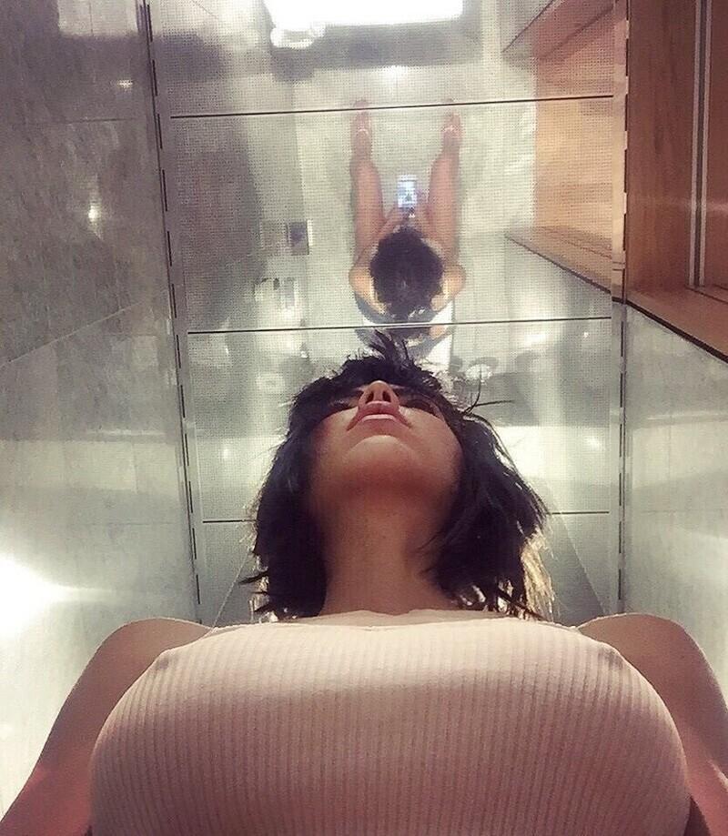 Зеркальные потолки в туалетах - это нечто