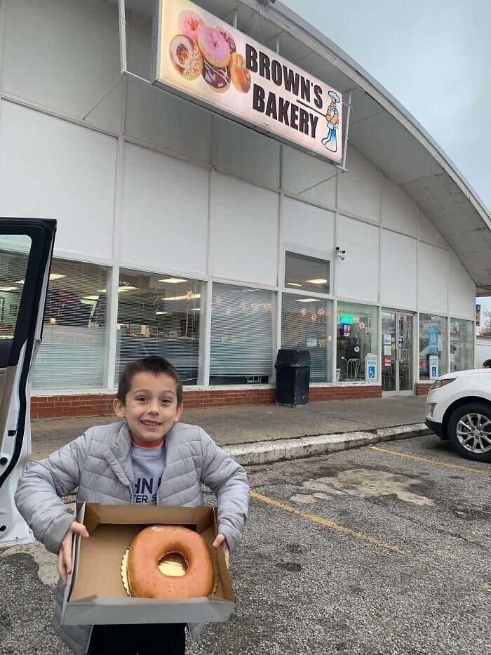 """""""Я сказала сыну, что он может купить только один пончик"""""""