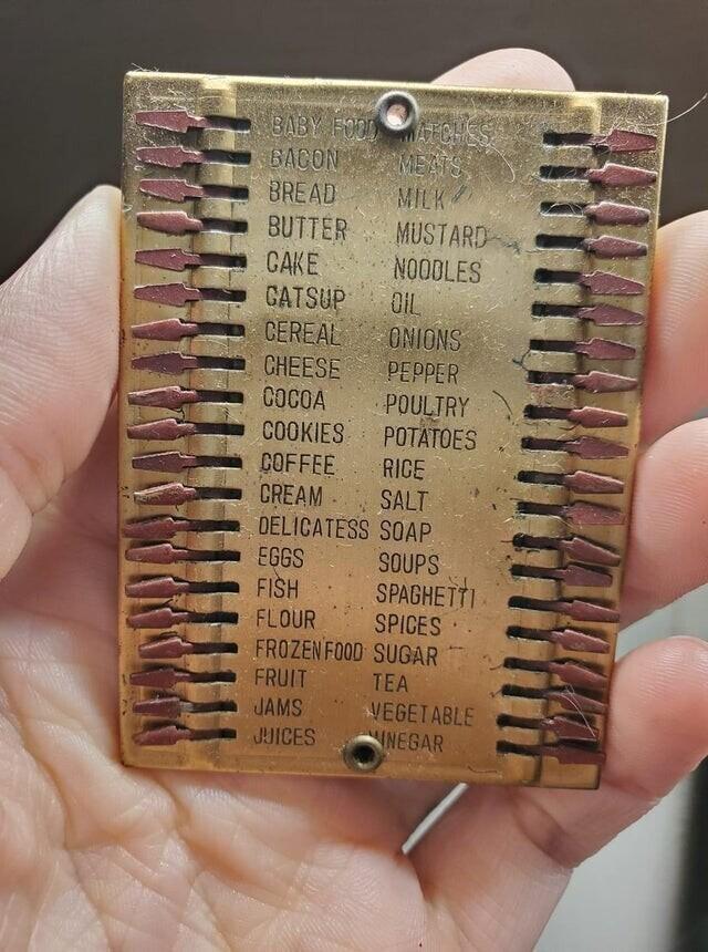 Старый список покупок, сделанный из металла