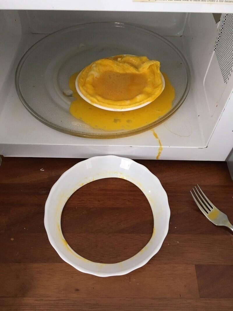 Приготовить яйца в микроволновке получается не у всех