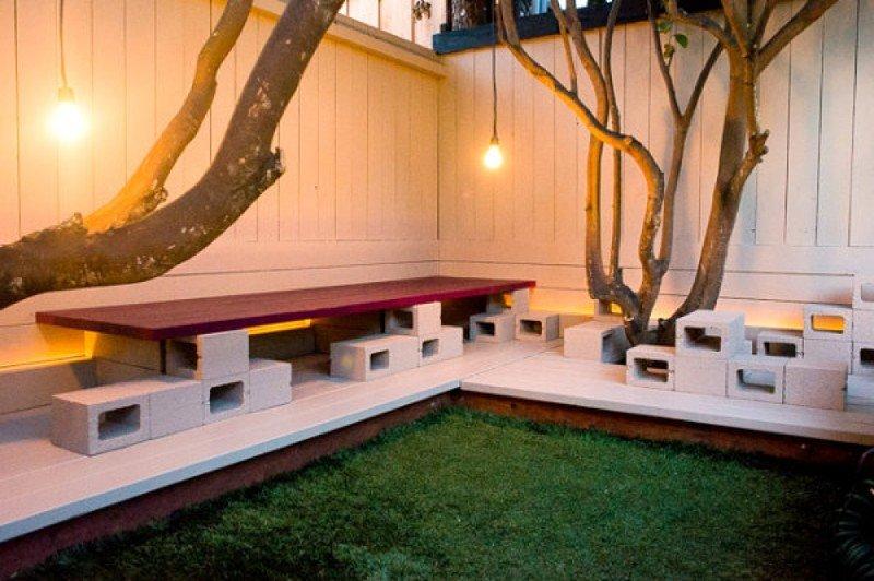 Если вам нравится интерьер в стиле лофт, то шлакоблоки займут место не только в вашем дворе