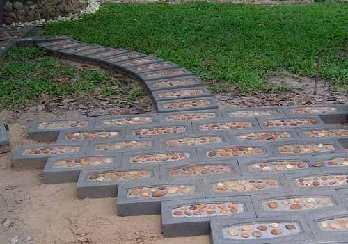 Из шлакоблока можно сделать дорожку и даже лестницу