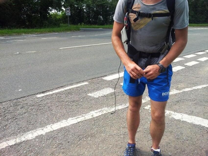 Пробежал марафон, и попросил пожилого человека сделать фото
