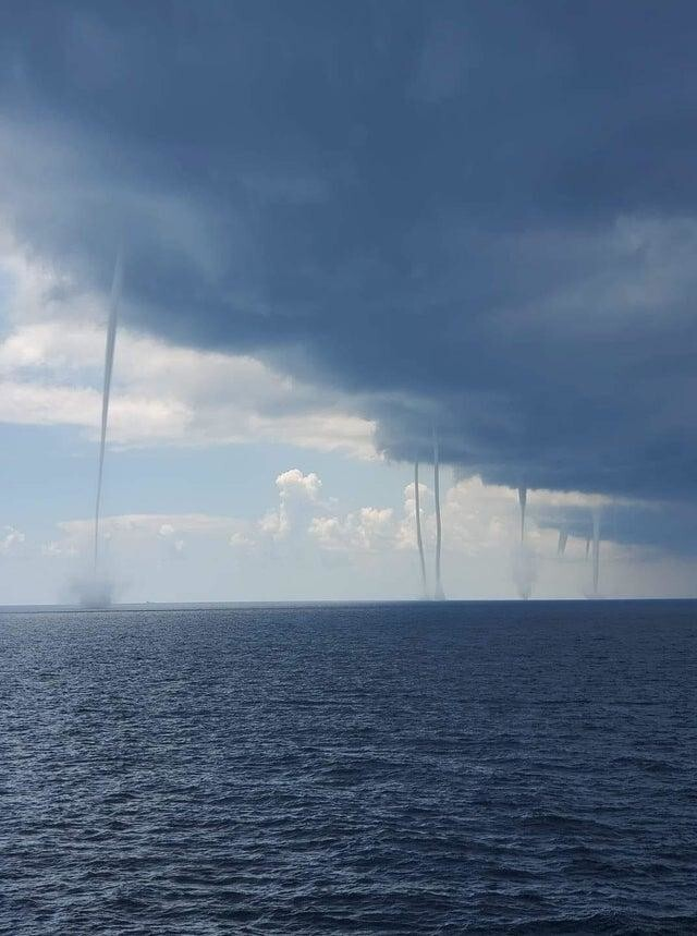 Зарождение гигантских смерчей в Мексиканском заливе