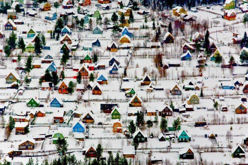 Игрушечные домики в дачном поселке под Архангельском. Фотограф - Федор Савинцев